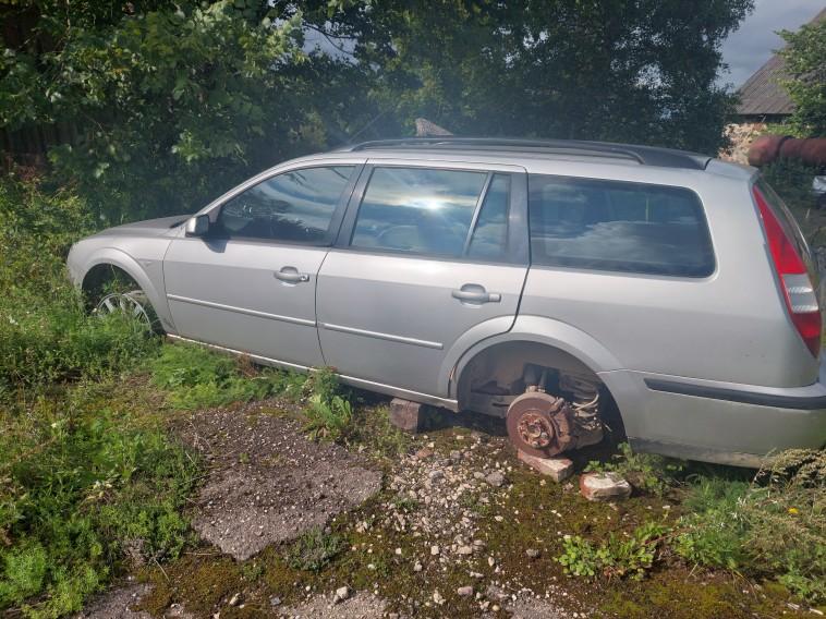 Pārdodu Ford Mondeo uz rez daļām. Gabalā.